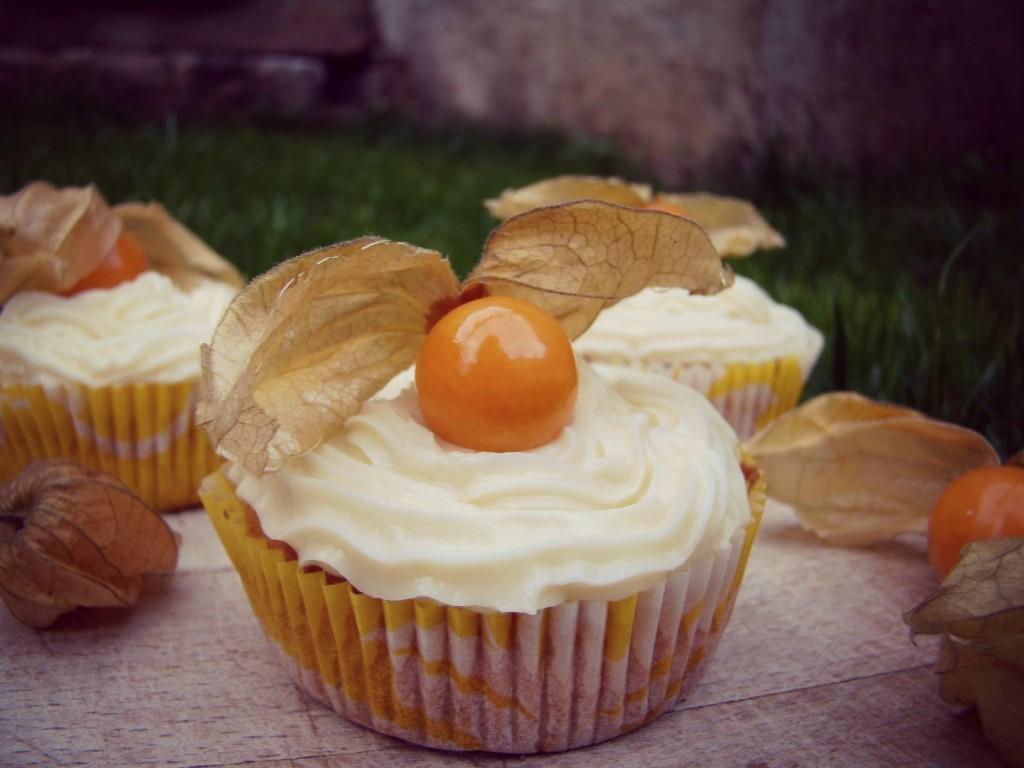 Herbstliche Kürbis Cupcakes mit weißer Schokolade Cream Cheese Frosting