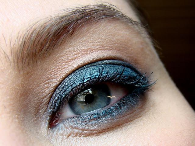 AMU-blaue-Augen-ton-in-ton