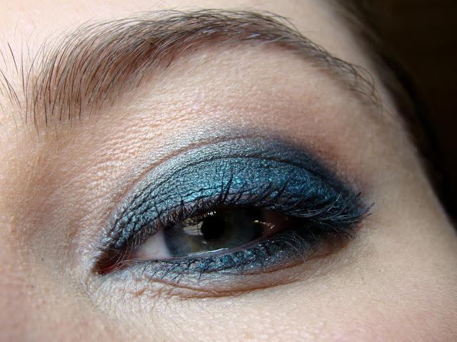 Petrol-AMU-blaue-Augen