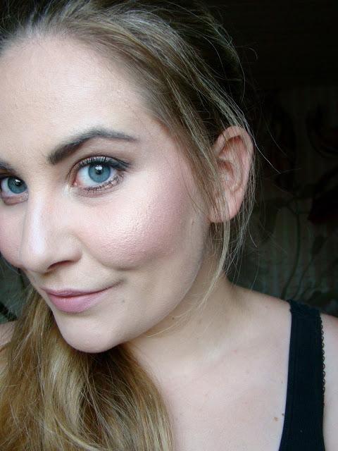 Nachgeschminkt-The-Balm-Mary-Lou-Manizer-Highlighter