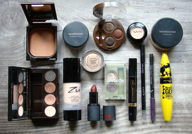 Makeup flat lay Colossal go Chaotic